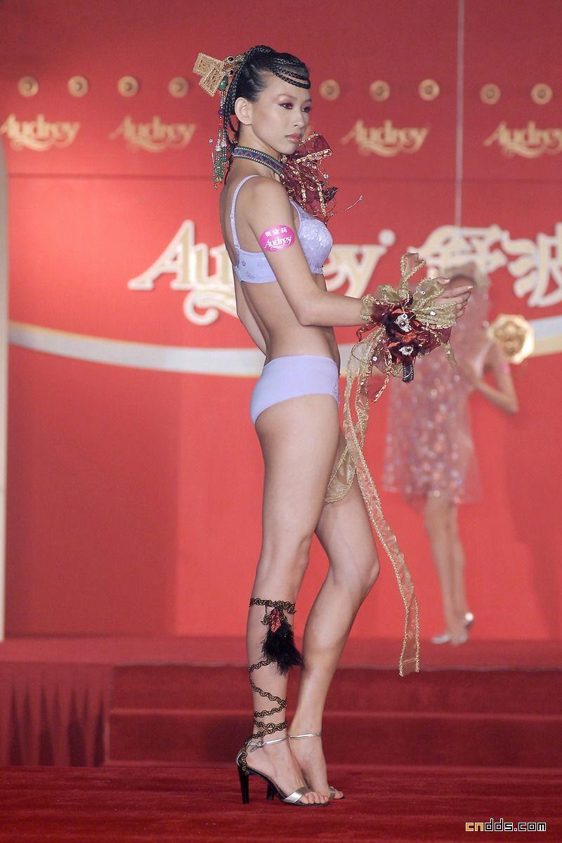 内衣模特展示中国元素内衣设计