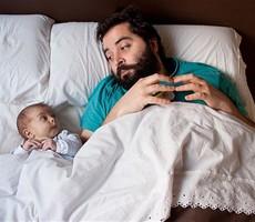 爸爸与宝宝的温馨一刻
