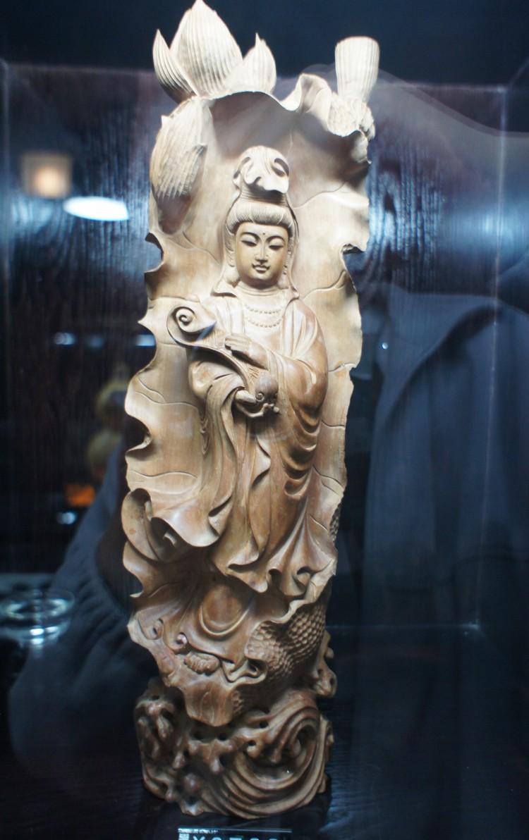 木雕观音镂空设计