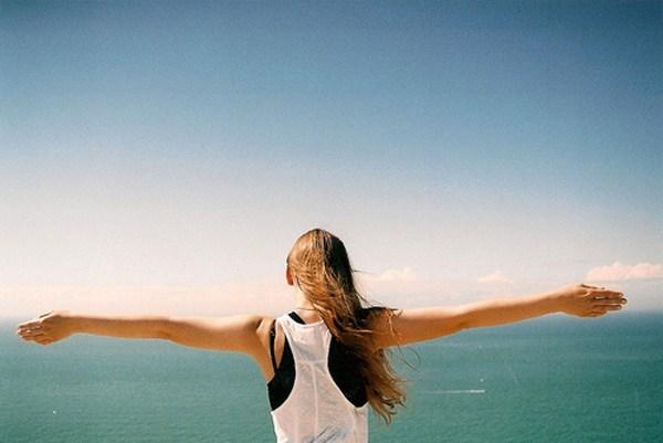 海的前面有你的背影唯美摄影