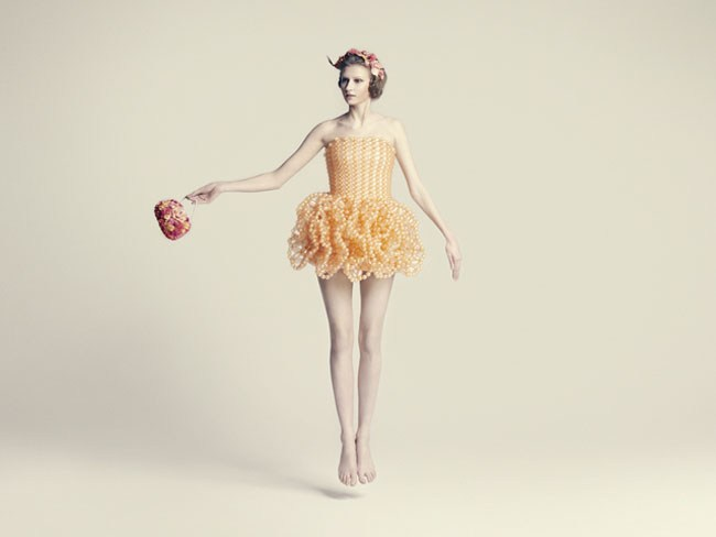 杰出的气球艺术家细贝里枝华丽的气球服饰