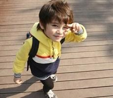 这孩子长大了就是一个极品帅哥你同意吗?