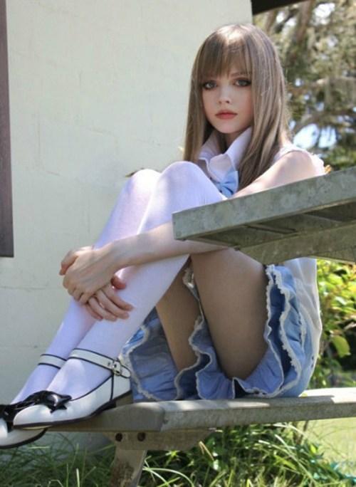 16岁校园美女酷似芭比娃娃的照片