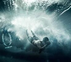 澳大利亚摄影师人与大浪相融合的一瞬间的速度感摄影作品