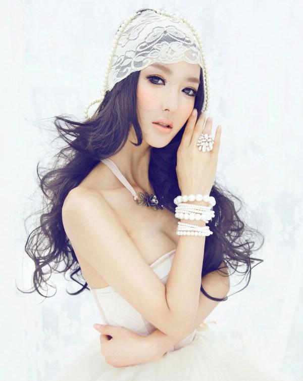 """美轮美奂新娘发饰为您展示头发上的""""艺术"""""""