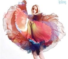 飘逸的裙摆修长的身躯勾勒出一幅完美的图画