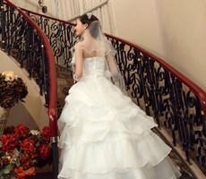 造型各异温馨时尚大片婚纱设计欣赏