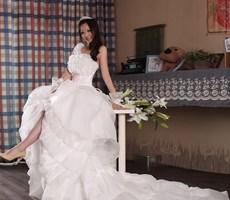 18款超显瘦婚纱设计穿出曲线美