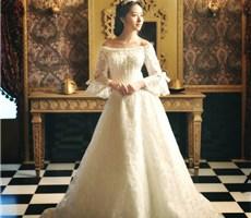 奢华拖尾婚纱 打造如女王般的华丽柔美