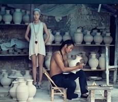 用女性的柔美表现青花瓷的韵味摄影欣赏