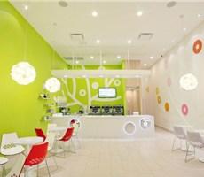 绿色健康的酸奶冰激凌店bluberi