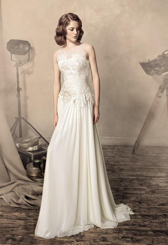 美丽的白色结婚晚礼服
