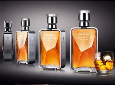 典雅的威士忌瓶子包装设计