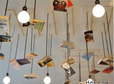 书香浓郁的咖啡屋