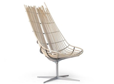 齿条与木藤构成的简易椅子