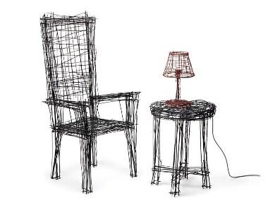 有二维草图外观的交错钢丝家具作品