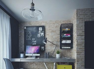 【北京复古工业风格个性公寓】利用砖墙、水泥等带有机理的墙面相互映衬,突出空间的质感,整体效果十分酷炫。