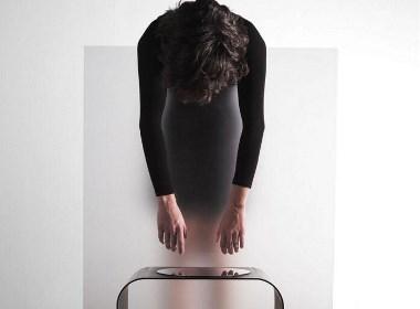 在练瑜伽的灵活桌椅们