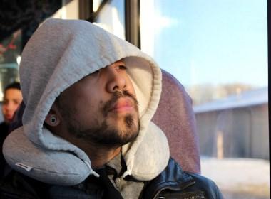 """""""帽""""旅行枕"""