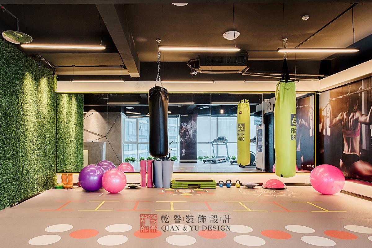刘熠舀教你选死飞_乾誉设计·刘熠作品·leo(尼奥)健身工作室