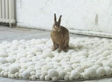 绒球组合而成的家具地毯