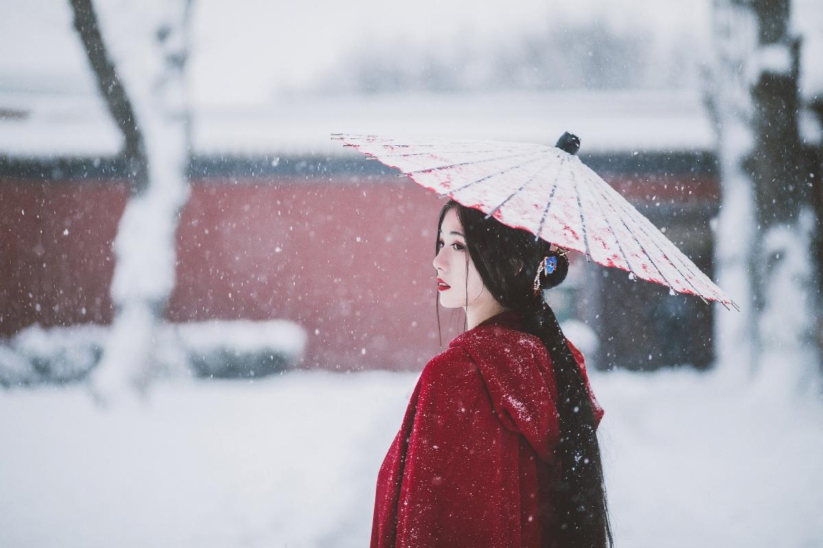 红墙白雪遥相寄—人像摄影