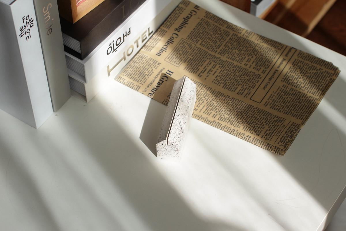 初牛原创纯手工水磨石名片座卡片夹