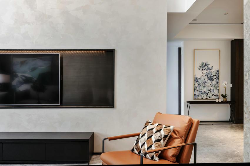 现代简约   以黑白灰为底色却打造出满室春光潋滟