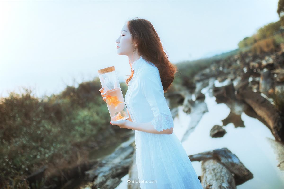 海边蓝色的风景线—人像摄影