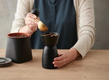 英俊的咖啡研磨机