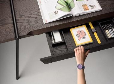 一个小巧的桌子
