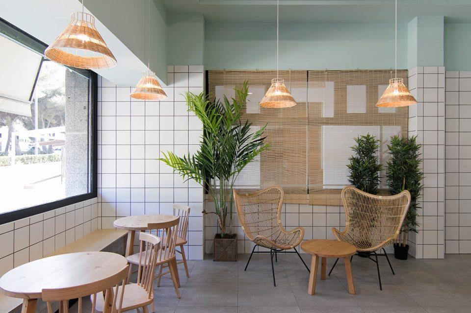 欧式风格的奶茶店切忌使用中式软装风格进行装饰,同样,中式风格奶茶店