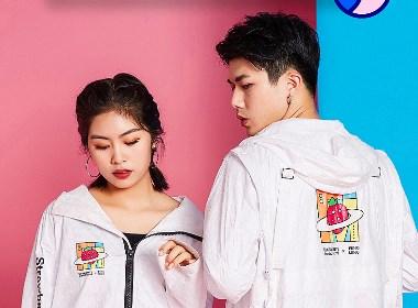 草莓音乐节联名凤鸣文化 共同推出的卫衣