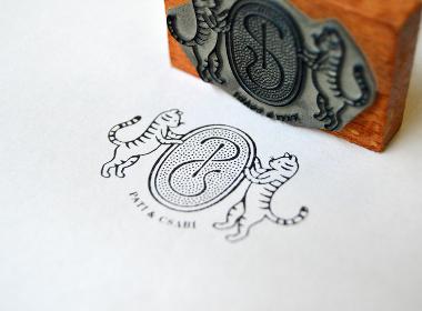 徽章形式的LOGO设计 | 手绘 插画 标志 字体 有趣 艺术