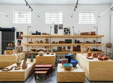 商店创造了展示空间,可根据每个换货柜和隐藏的支持室进行展示。