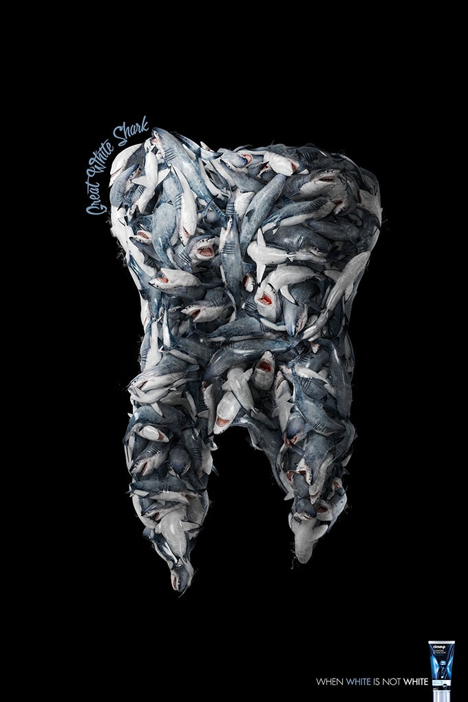 褶皱是一种肌理效果,却也是立体结构在海报设计中一种较为常见的