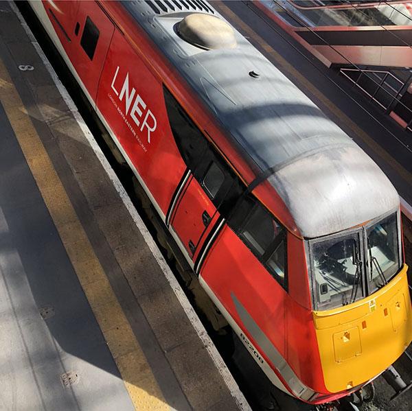 伦敦东北部铁路运营公司LNER的新VI3.jpg