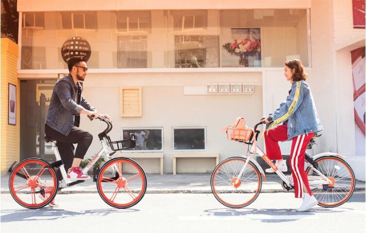 根据近日公布的两张宣传海报可以猜测,摩拜会推出全新的电单车,同时这