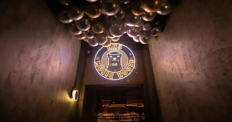 马云酒吧logo.jpg